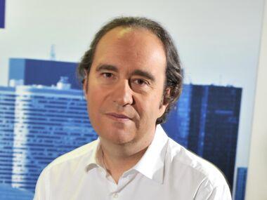 Xavier niel la biographie de xavier niel avec for Piscine xavier niel