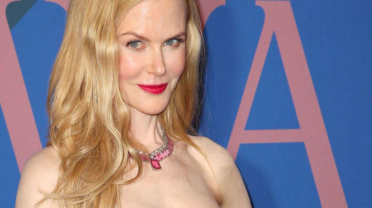 PHOTOS Nicole Kidman pose en cowgirl sexy, les tétons apparents
