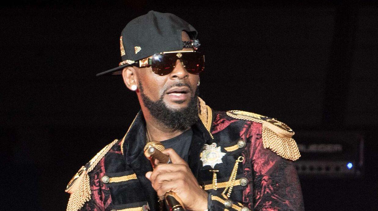 R. Kelly: le chanteur accusé de retenir des jeunes femmes dans une secte, des familles portent plainte