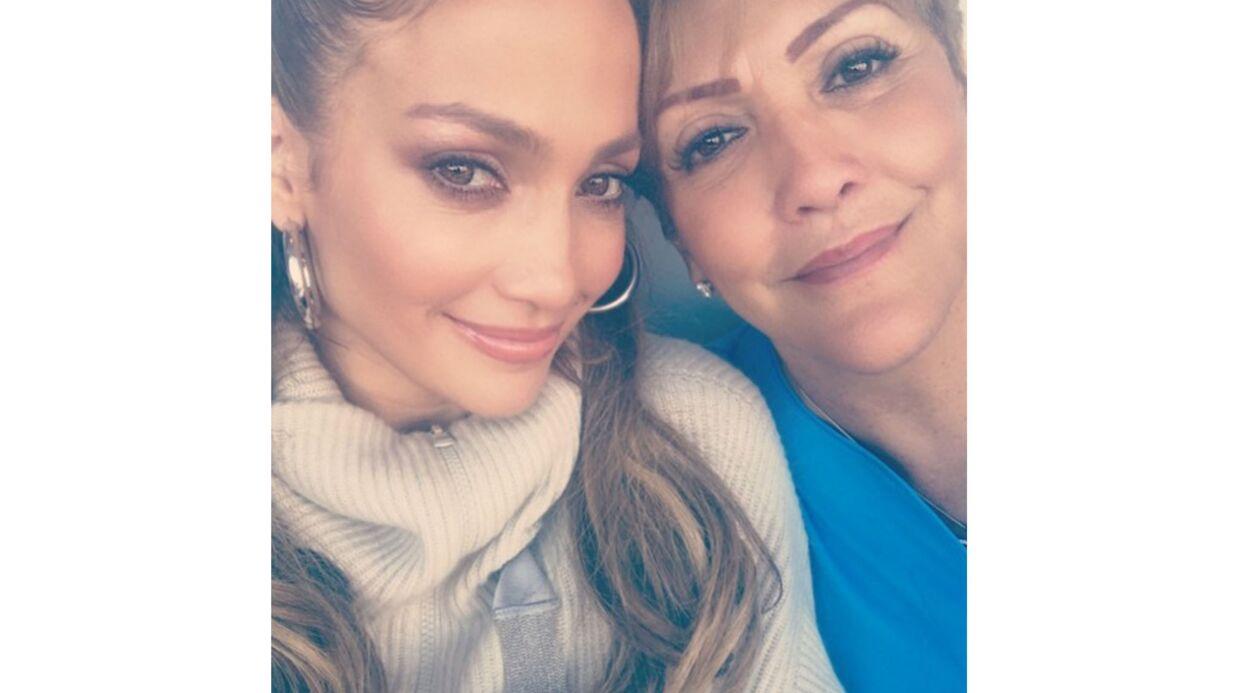 PHOTO Jennifer Lopez pose avec sa mère: on comprend d'où lui vient sa beauté
