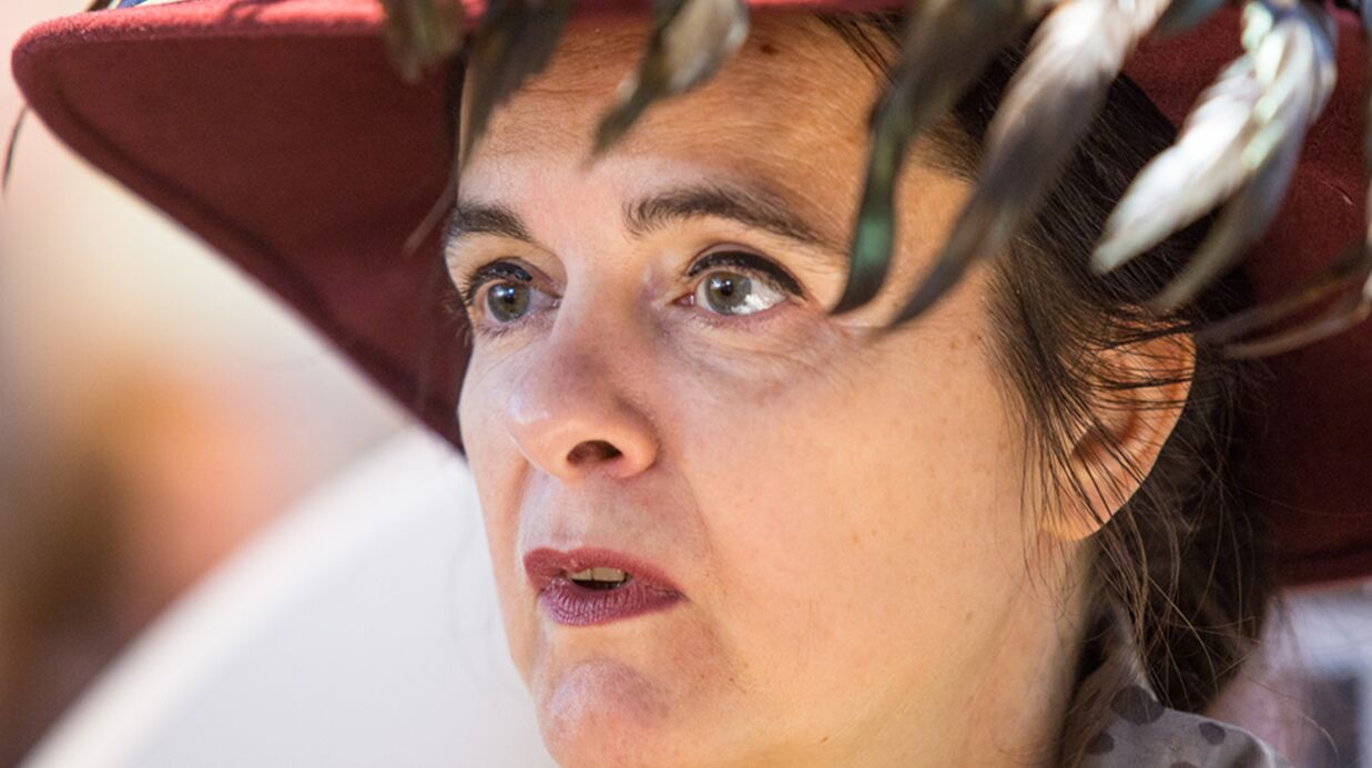 Amélie Nothomb : La célèbre auteure menacée par une fan déséquilibrée