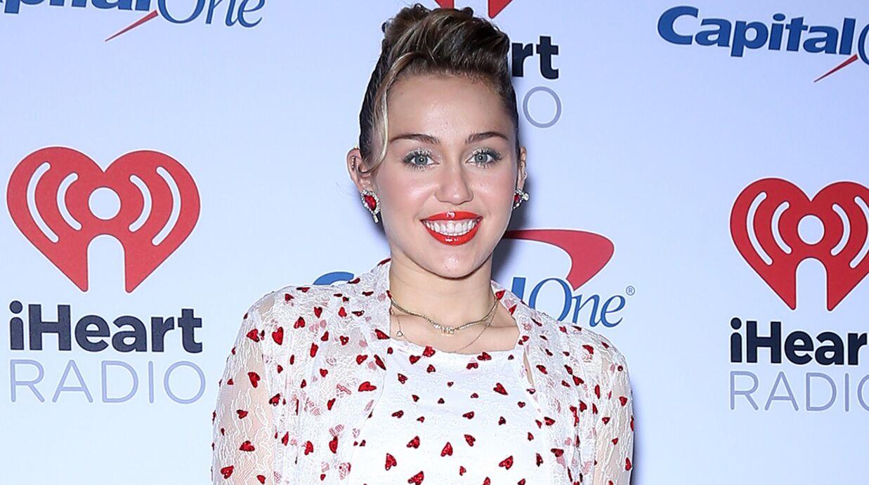 PHOTOS Miley Cyrus montre sa culotte sur le tapis rouge du festival iHeartRadio Music