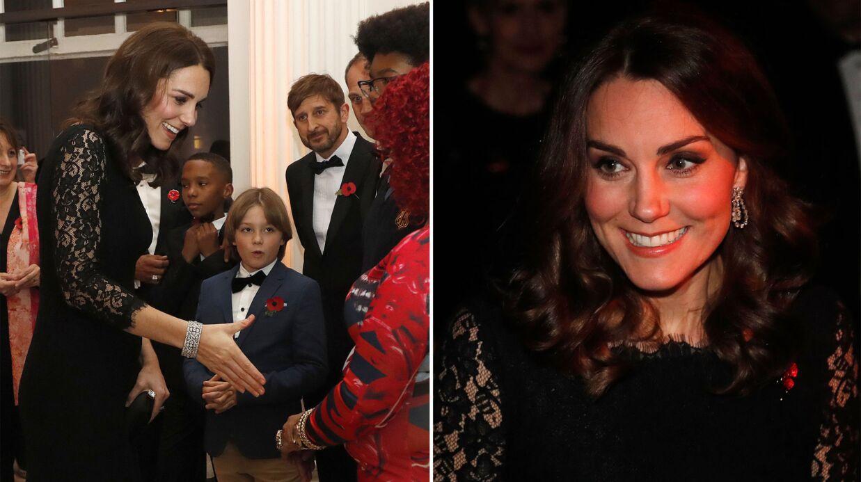 PHOTOS Kate Middleton enceinte: en robe de soirée, elle affiche un ventre joliment arrondi