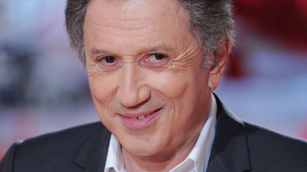 Michel Drucker a «éclaté de rire» en regardant 19h le dimanche, l'émission de Laurent Delahousse