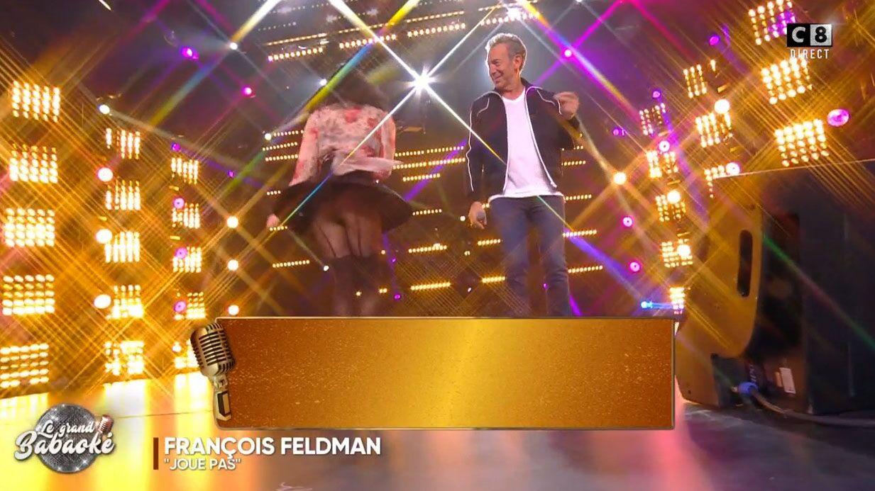 VIDEO Agathe Auproux, en porte-jarretelles, dévoile sa culotte