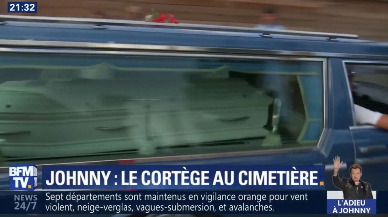 VIDEO Mort de Johnny Hallyday: fleurs, bikers, fans… l'arrivée du cortège funéraire du chanteur au cimetière