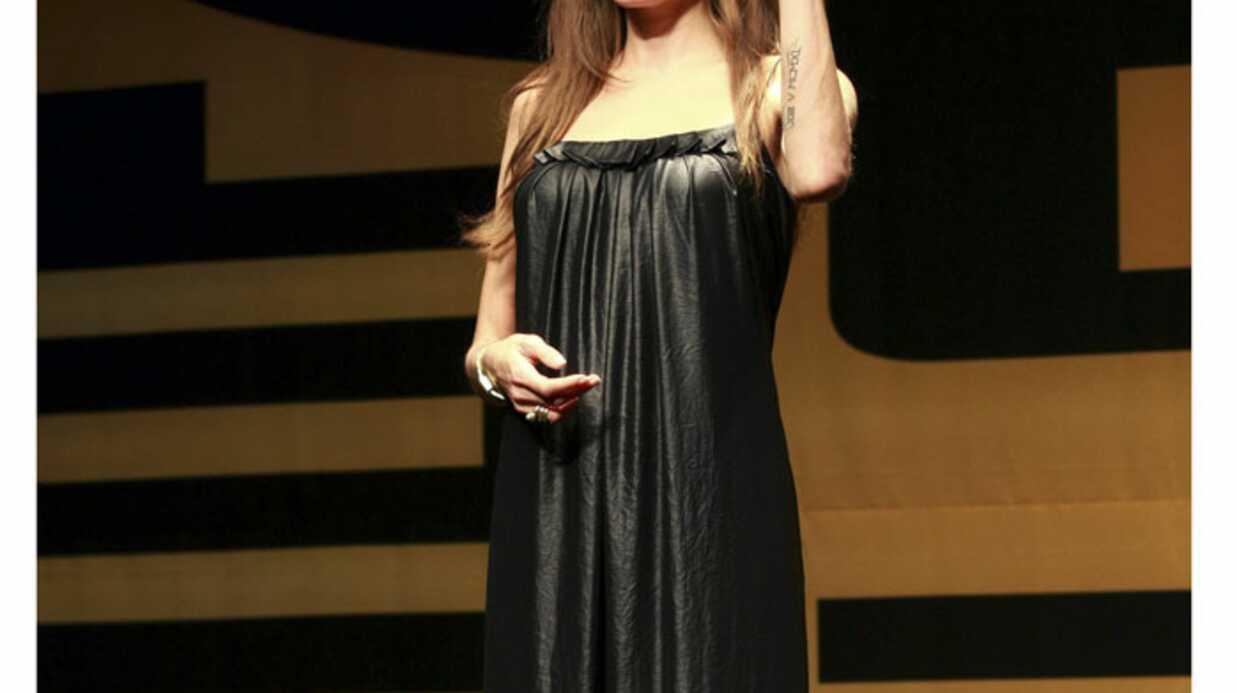 PHOTOS Angelina Jolie adepte de la petite robe noire