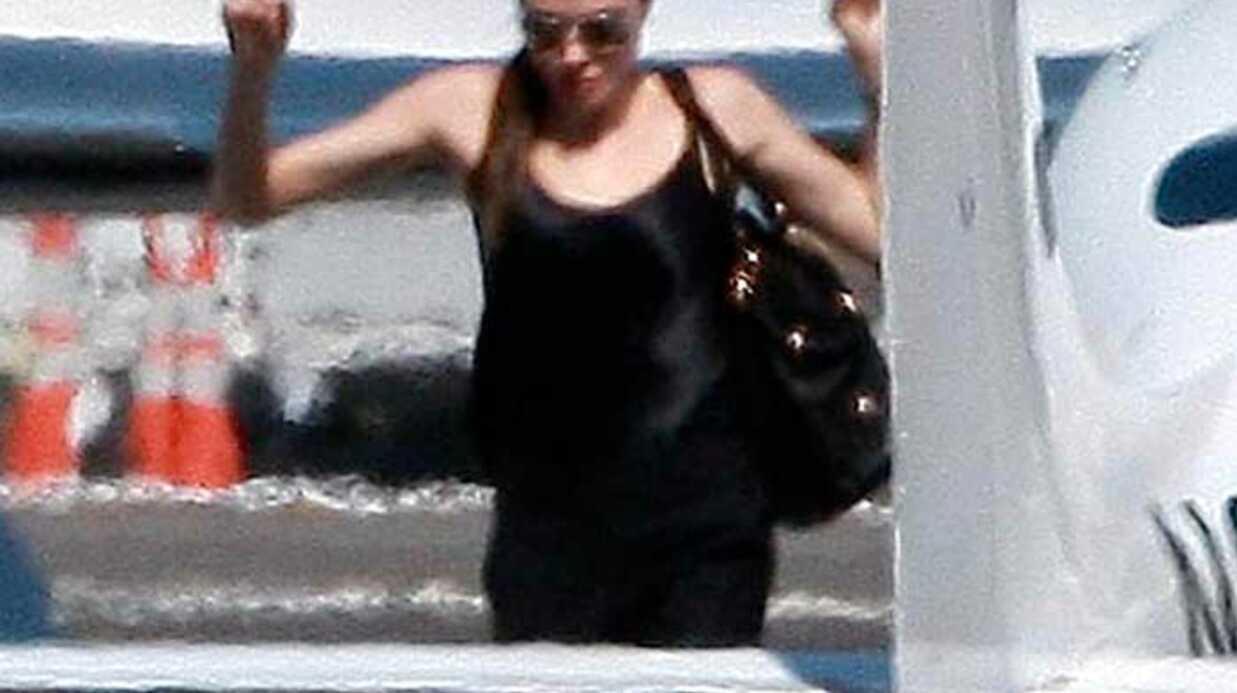PHOTOS Angelina Jolie: cours de pilotage d'avion