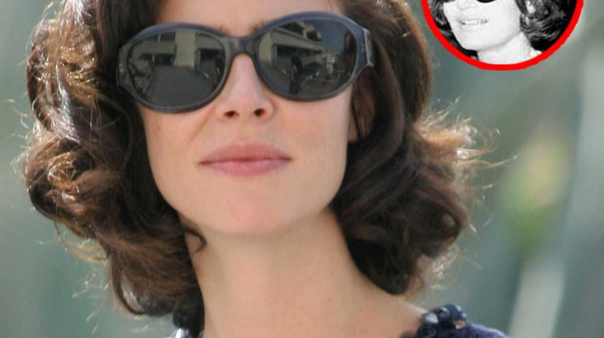 PHOTOS Anna Mouglalis pose en Chanel à Cannes
