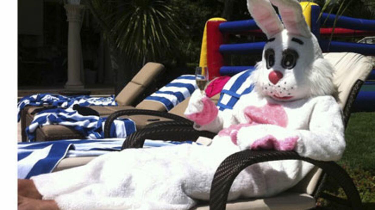 Pâques: David Beckham se transforme en lapin géant