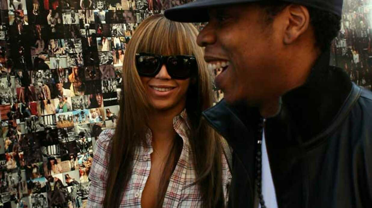 LOOK Beyonce mise sur la chemise à carreaux et les bretelles
