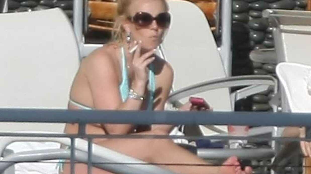 PHOTOS Britney Spears à la piscine avec ses fils