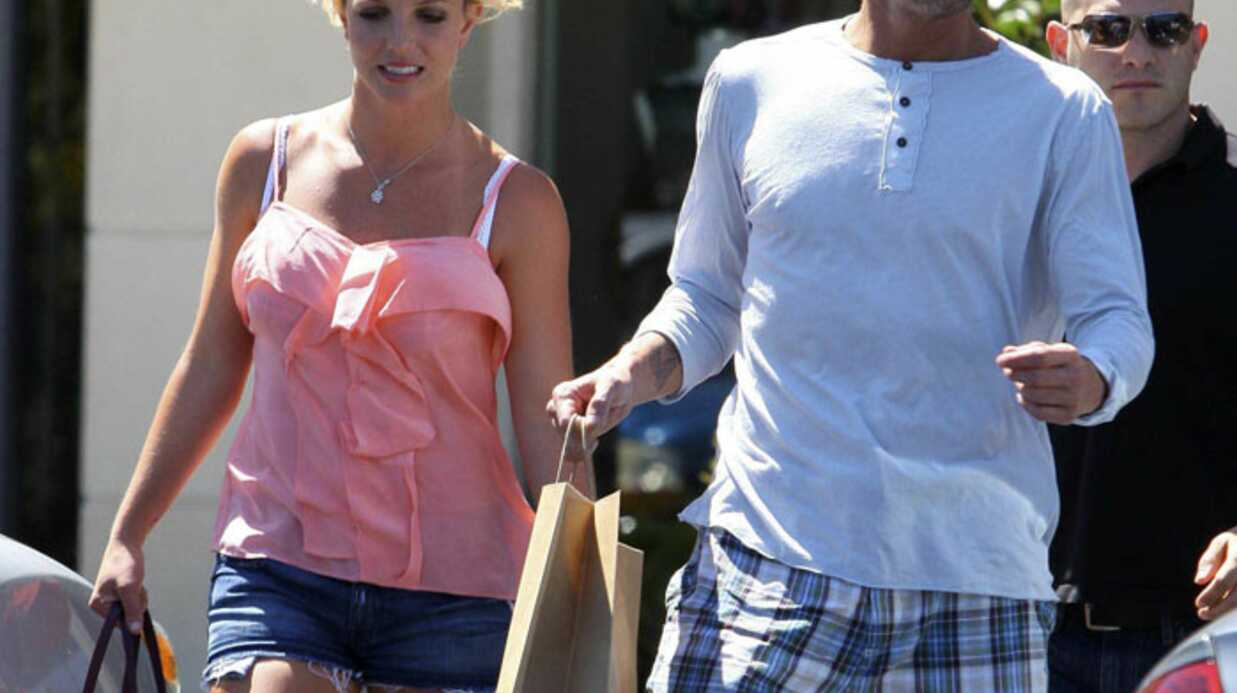 PHOTOS Brit­ney Spears proprette au bras de Jason Trawick