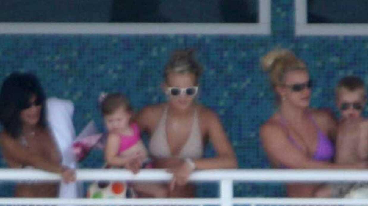 PHOTOS Britney Spears à la piscine en famille