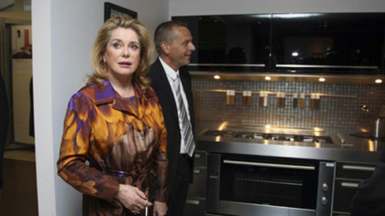 PHOTOS Catherine Deneuve inaugure un magasin de carrelage