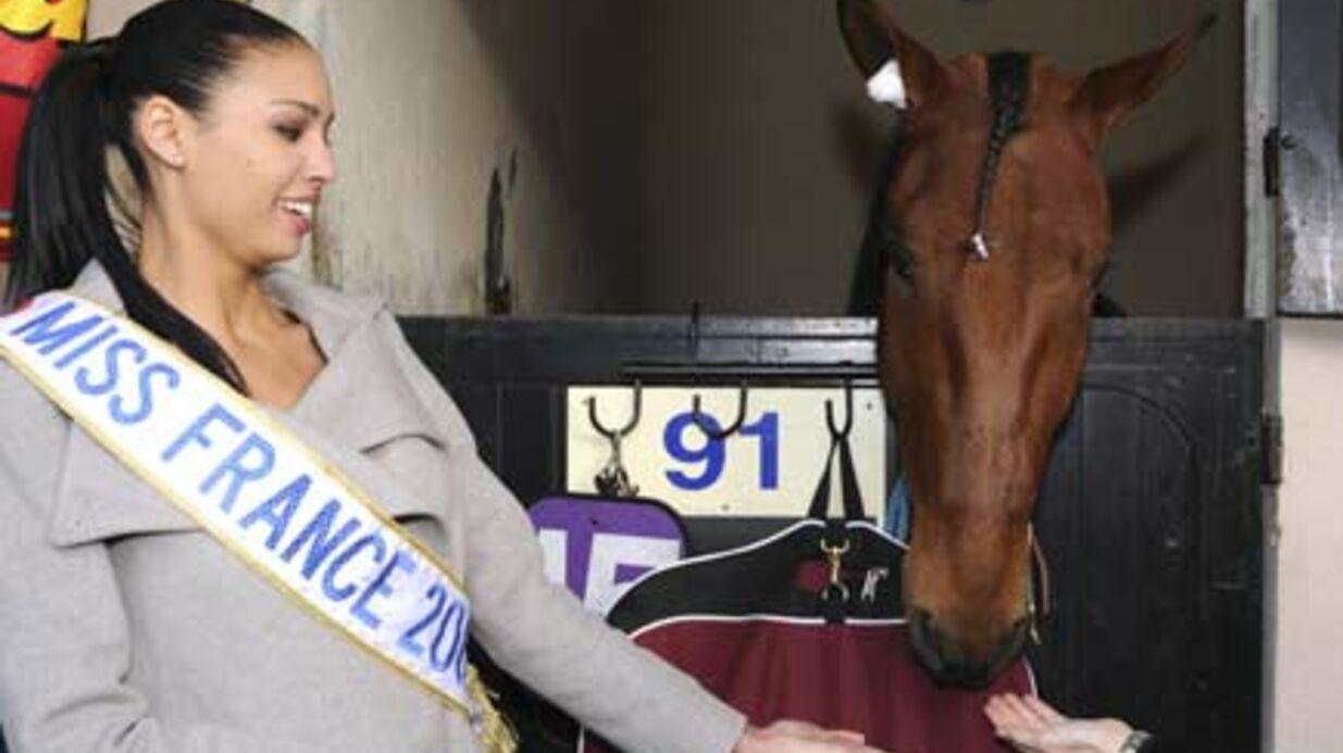 PHOTOS Miss France 2009, Chloé Mortaud, a peur des chevaux