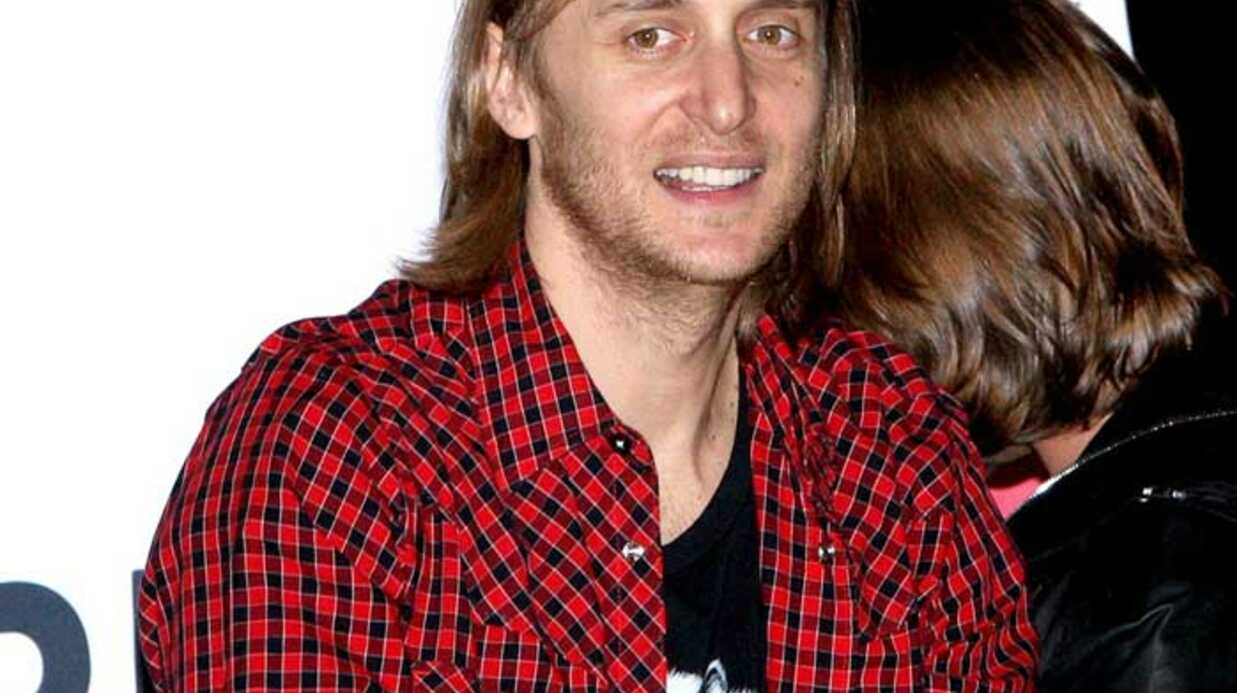 PHOTOS  David Guetta mixe au Virgin Megas­tore