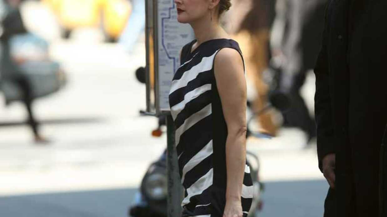 LOOK Drew Barrymore toujours aussi glamour et sexy