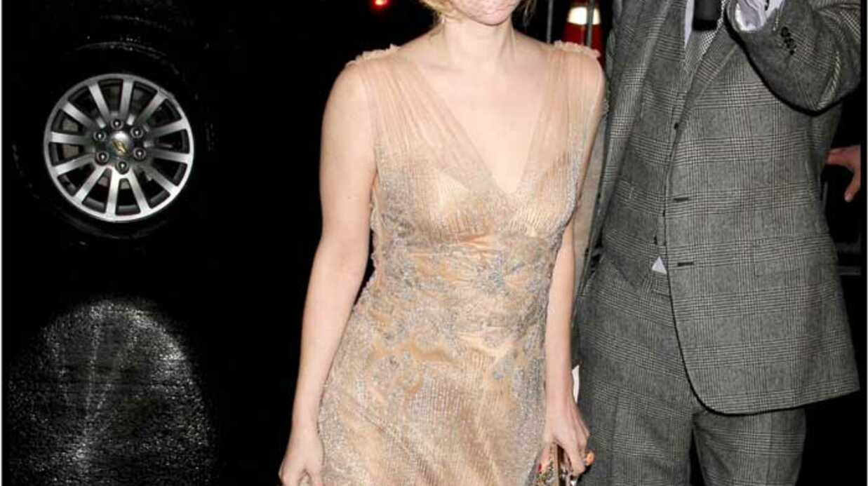 LOOK Drew Barrymore aussi sexy que Dita Von Teese