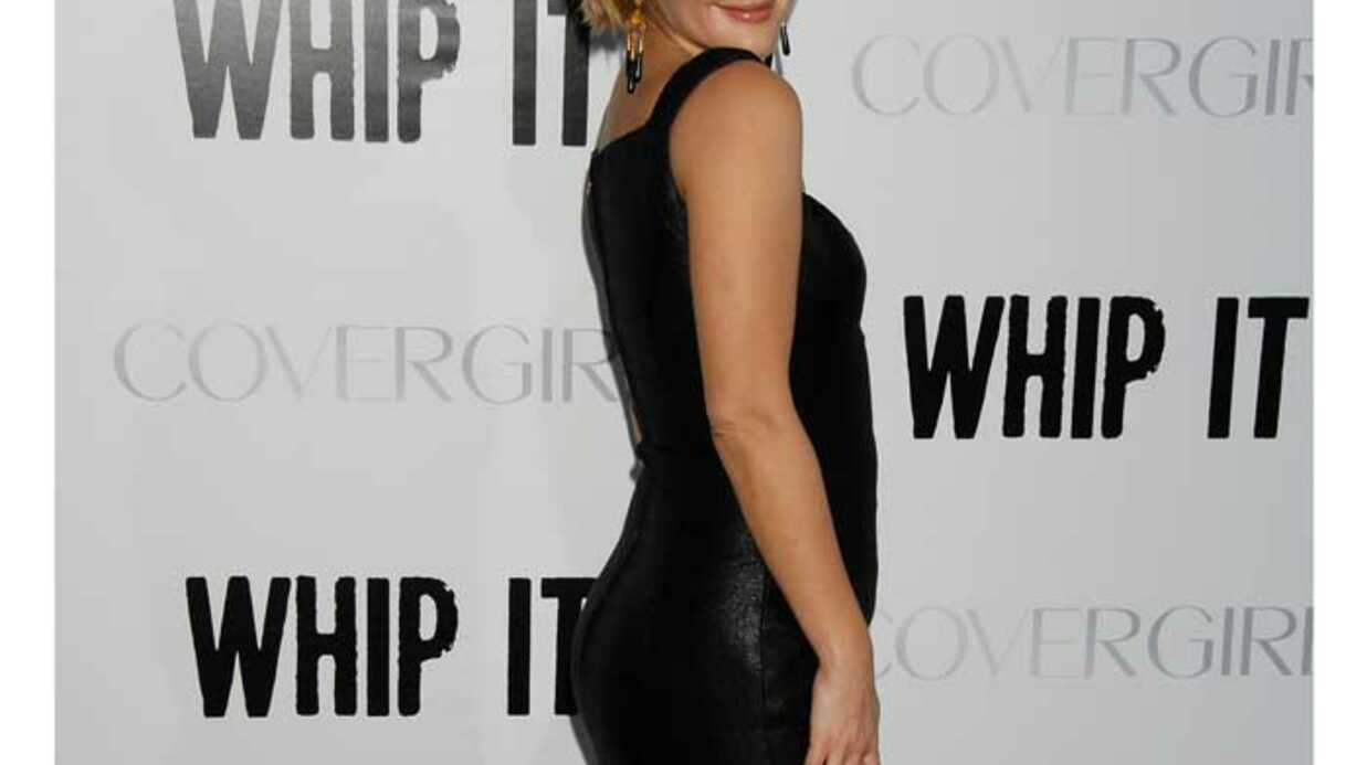 LOOK Drew Barrymore est glamour pour Whip it
