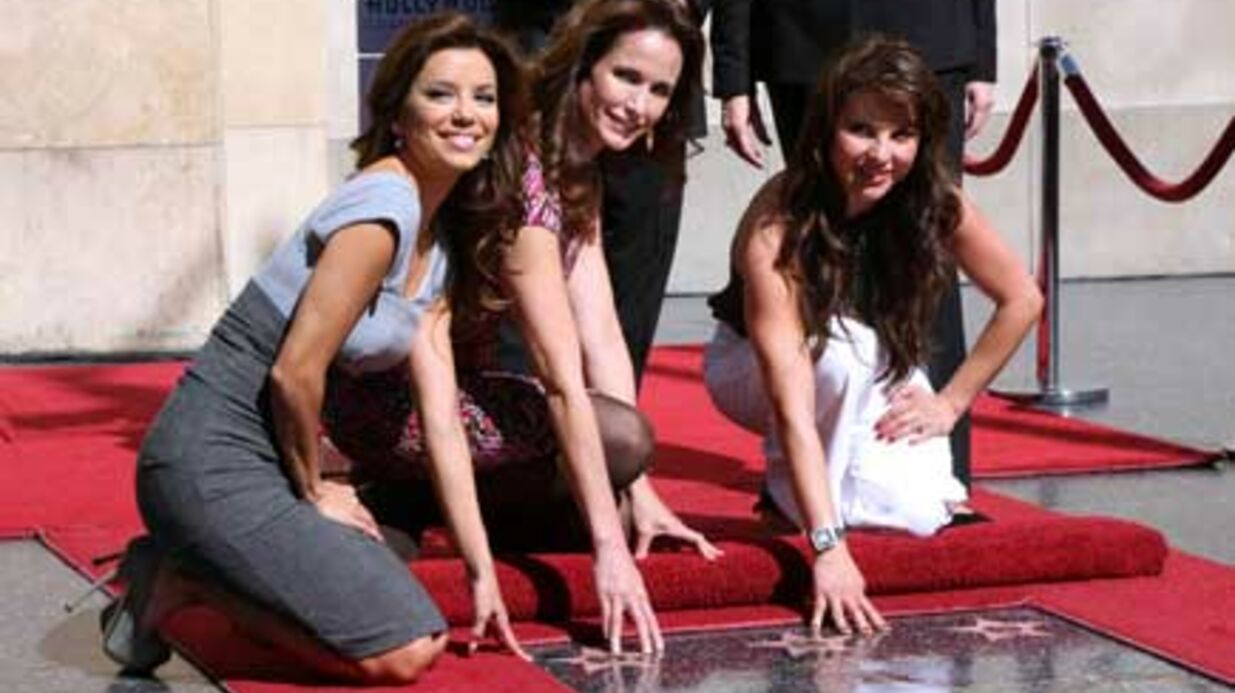 PHOTOS Eva Longo­ria pose pour L'Oréal sur le Walk of Fame