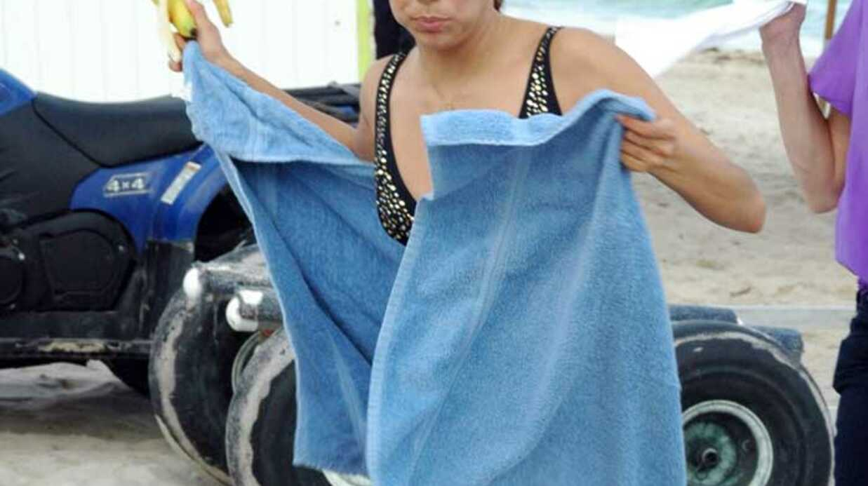PHOTOS Eva Longoria seule sur la plage de Miami