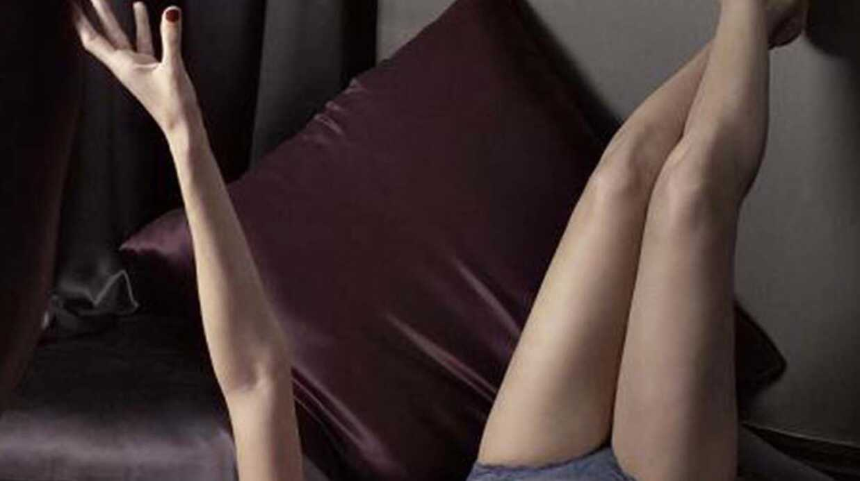 Eva Mendes très sexy en Calvin Klein