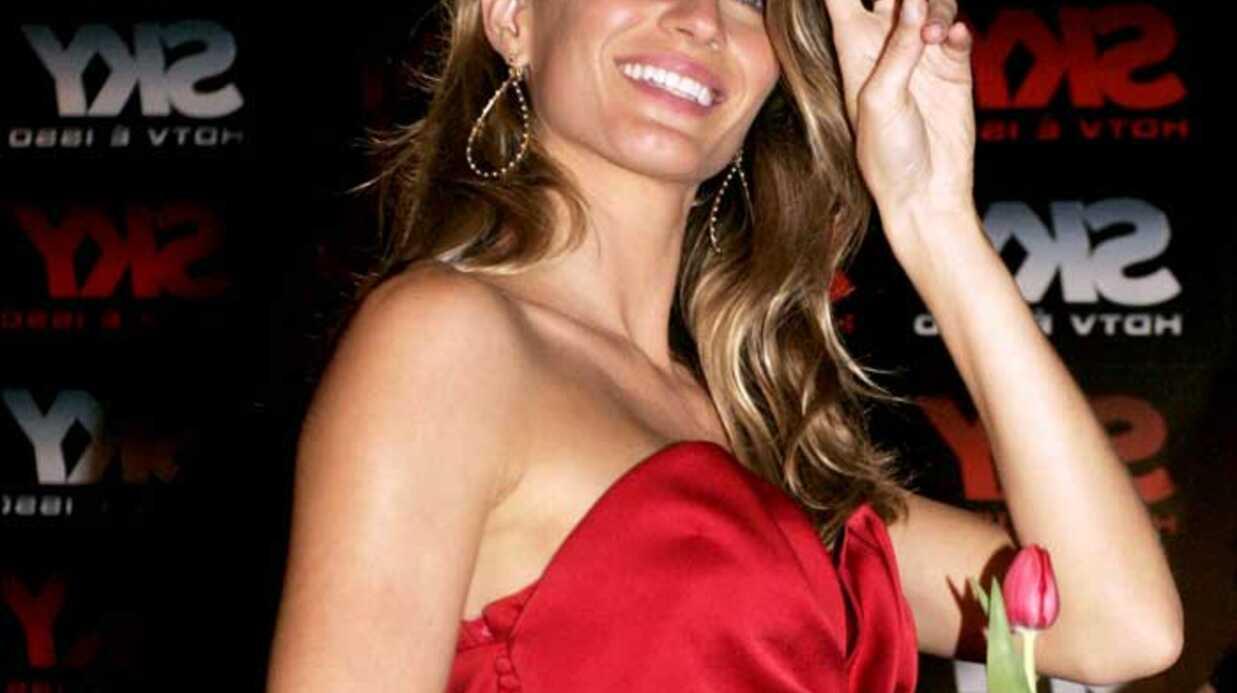 LOOK  Gisele Bundchen glamour et sexy en rouge