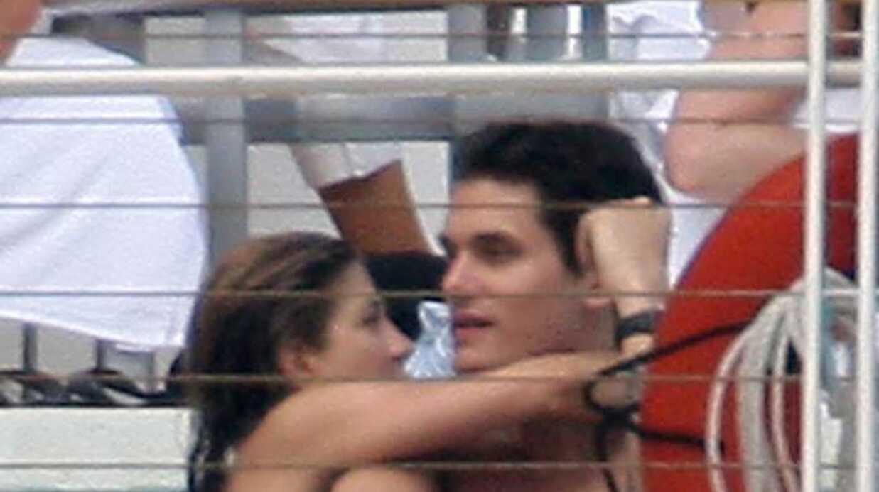 Jennifer Aniston Ça baigne avec John!