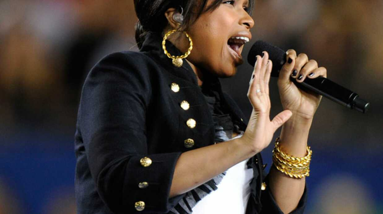 PHOTOS Jennifer Hudson superbe au Super Bowl