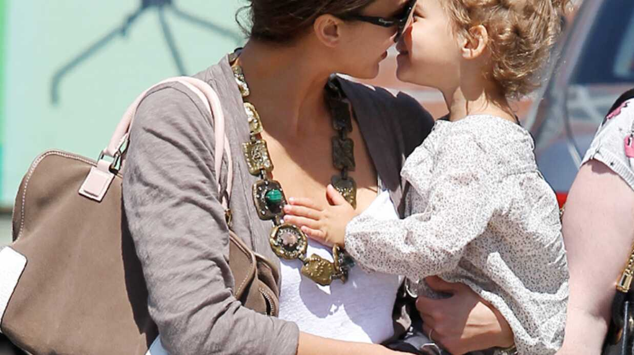 PHOTOS Jessica Alba : maman poule avec Honor
