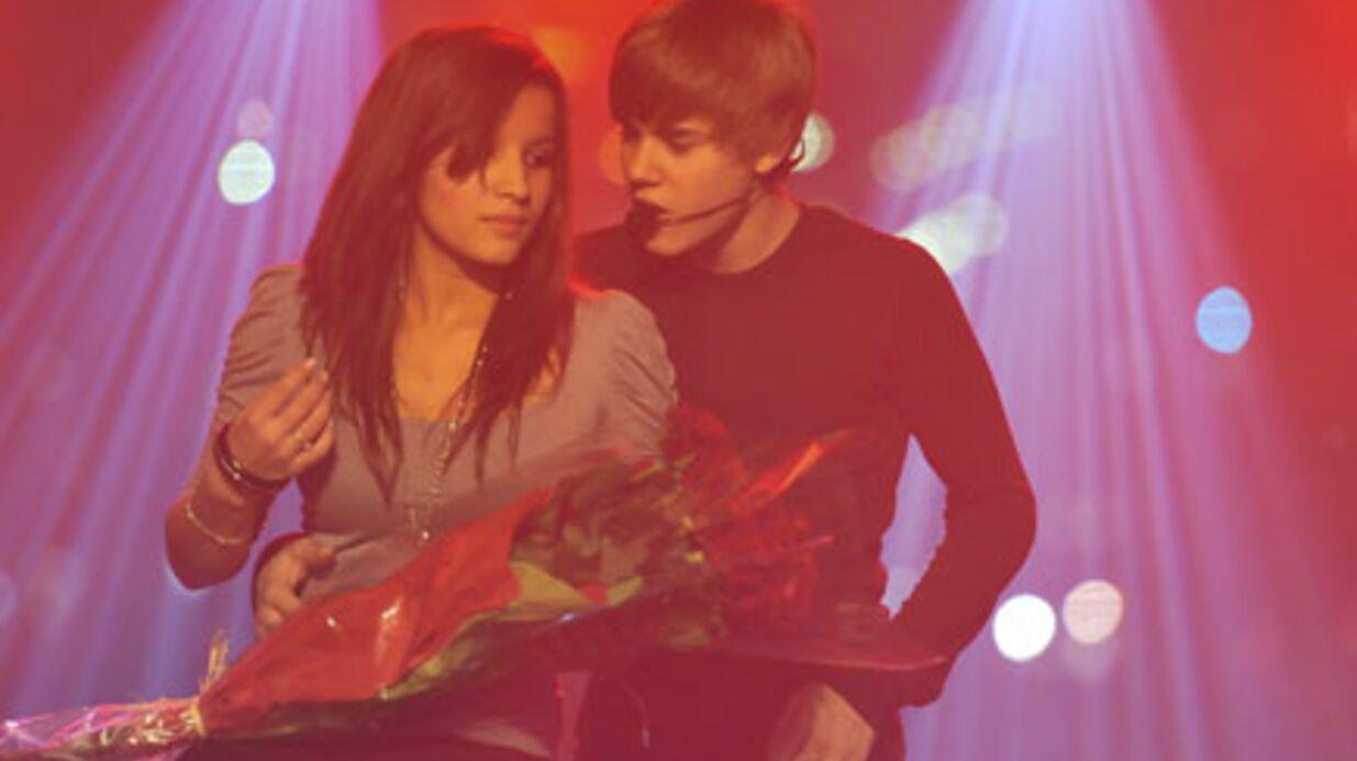 PHOTOS Justin Bieber drague une fan à son showcase