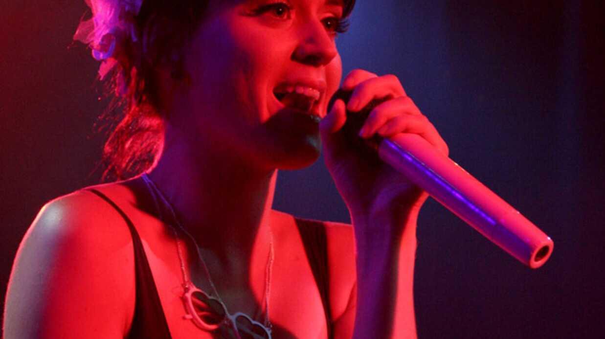 Katy Perry met le feu sur scène