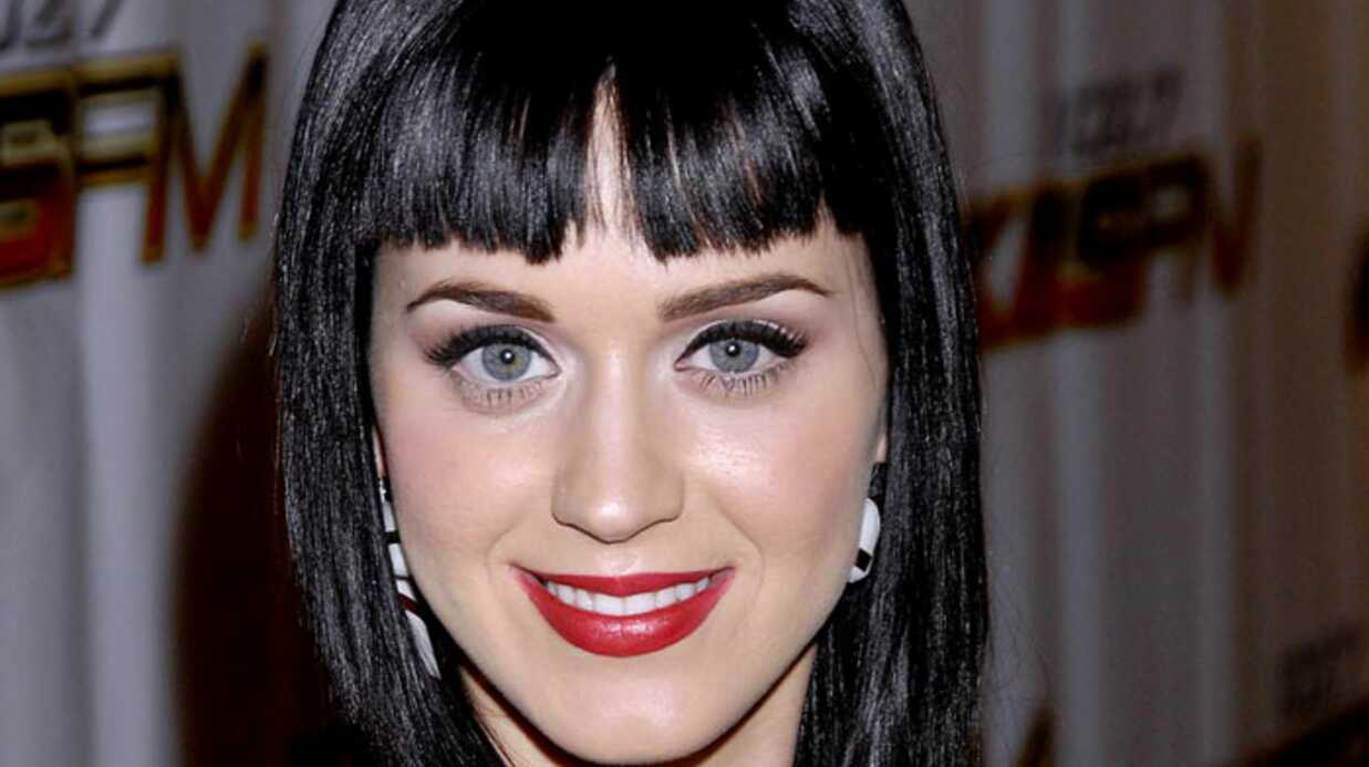 PHOTOS : Katy Perry, très sexy en mère Noël