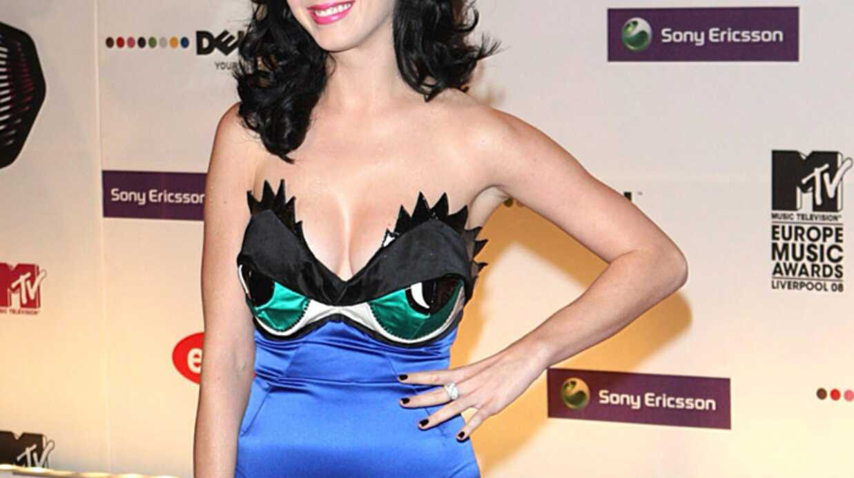 PHOTOS – Katy Perry : ses tenues les plus extra­va­gantes