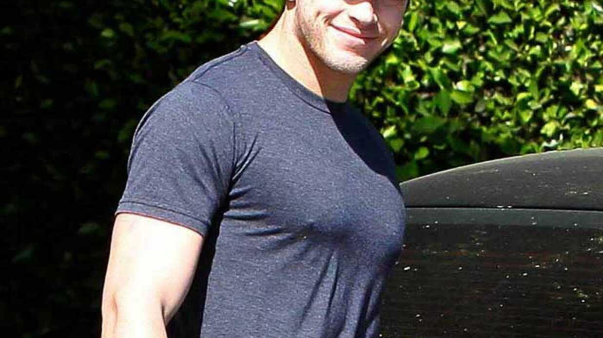 PHOTOS Kellan Lutz plus sexy que Robert Pattin­son ?