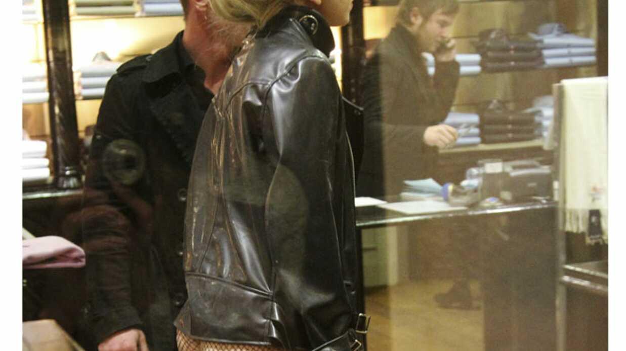 PHOTOS Lady Gaga fait son shopping à Paris les fesses nues