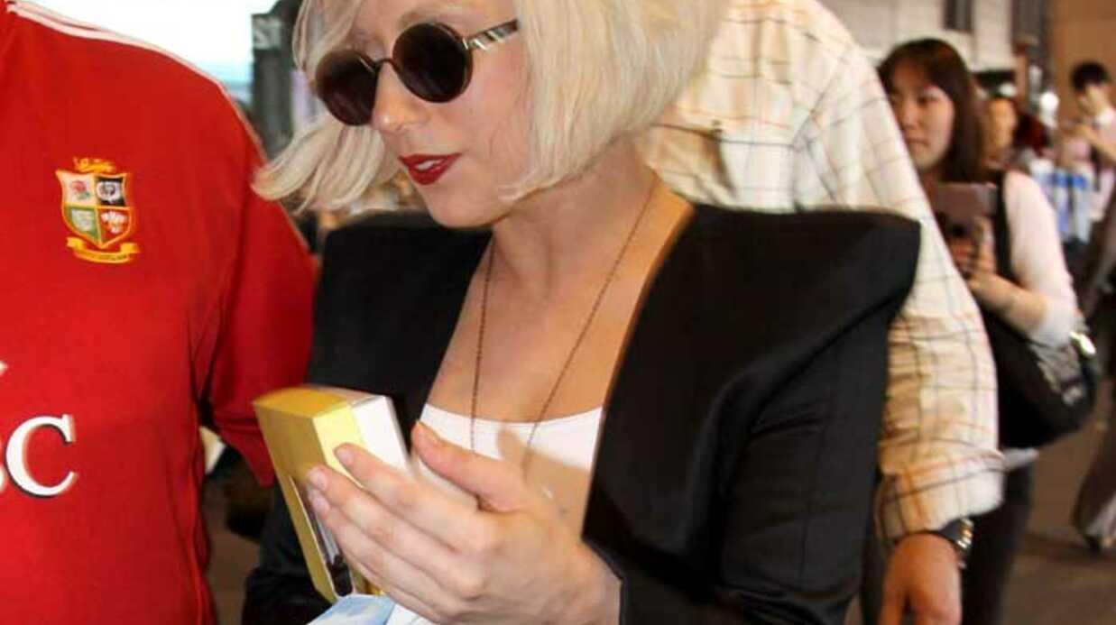 PHOTOS Lady Gaga en femme fatale à Tokyo