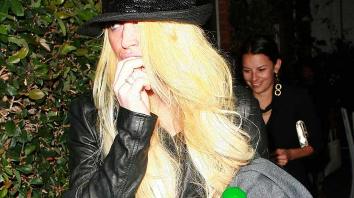 LOOK Lindsay Lohan passe de rousse à blonde platine