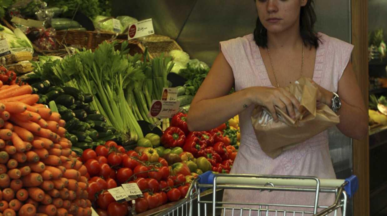 Lily Allen achète des fruits et légumes