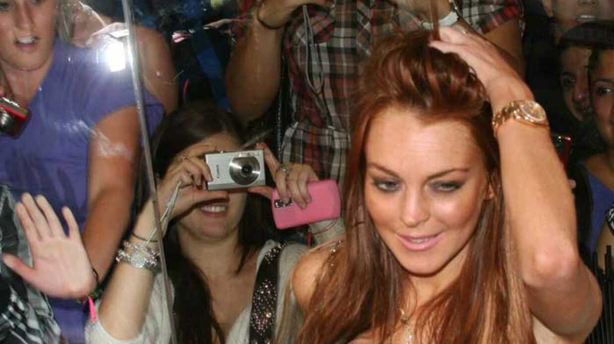 PHOTOS Lind­say Lohan lance son milk­shake