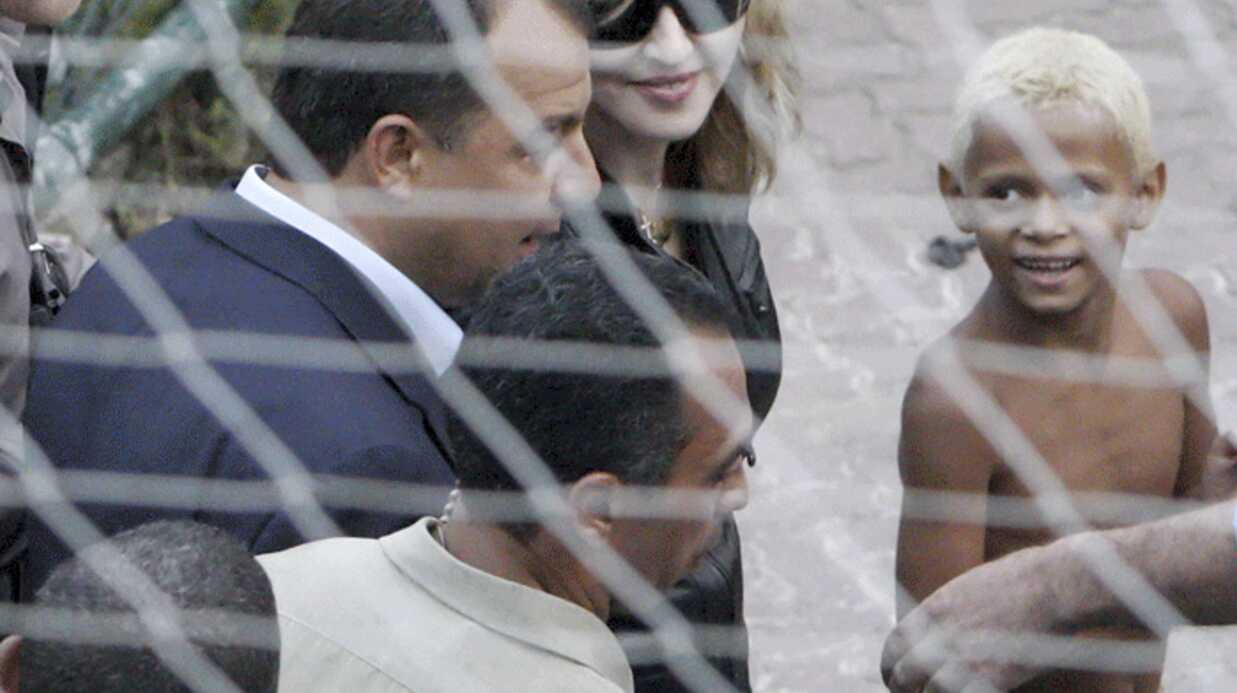 PHOTOS Madonna visite une favela au Brésil