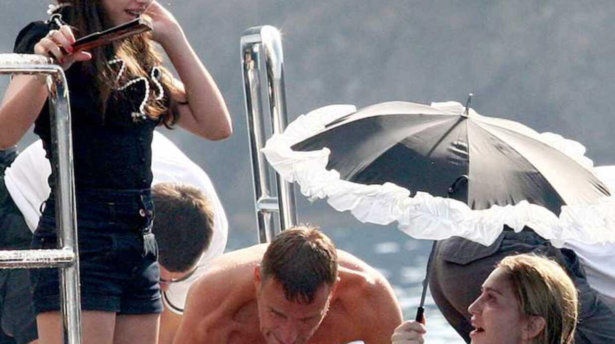 PHOTOS Madonna dans un étrange maillot de bain
