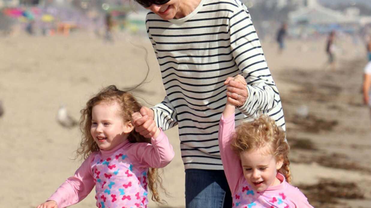 PHOTOS Marcia Cross s'amuse à la plage avec ses jumelles