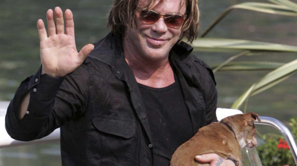 Mickey Rourke arrive à Venise