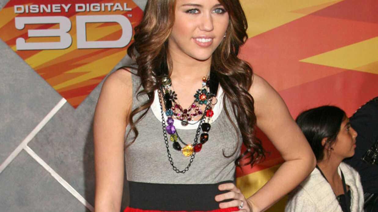 Miley Cyrus et John Travolta chantent pour Disney