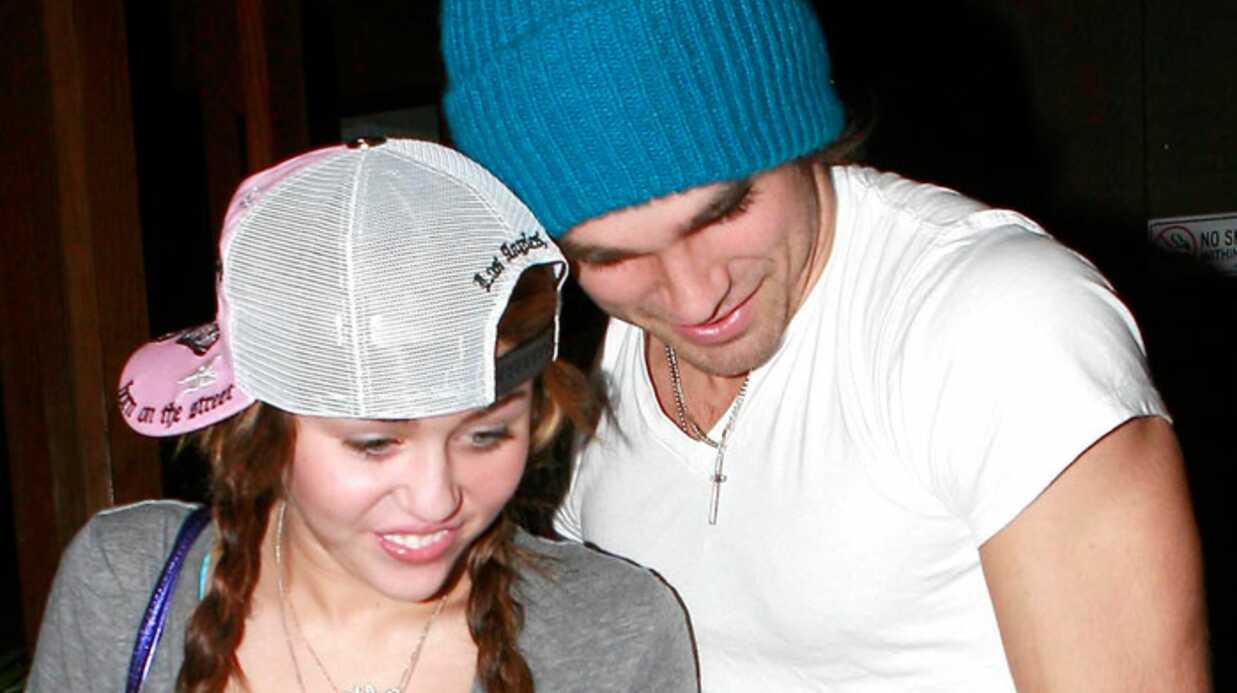 PHOTOS  Miley Cyrus entre son mec et sa mère