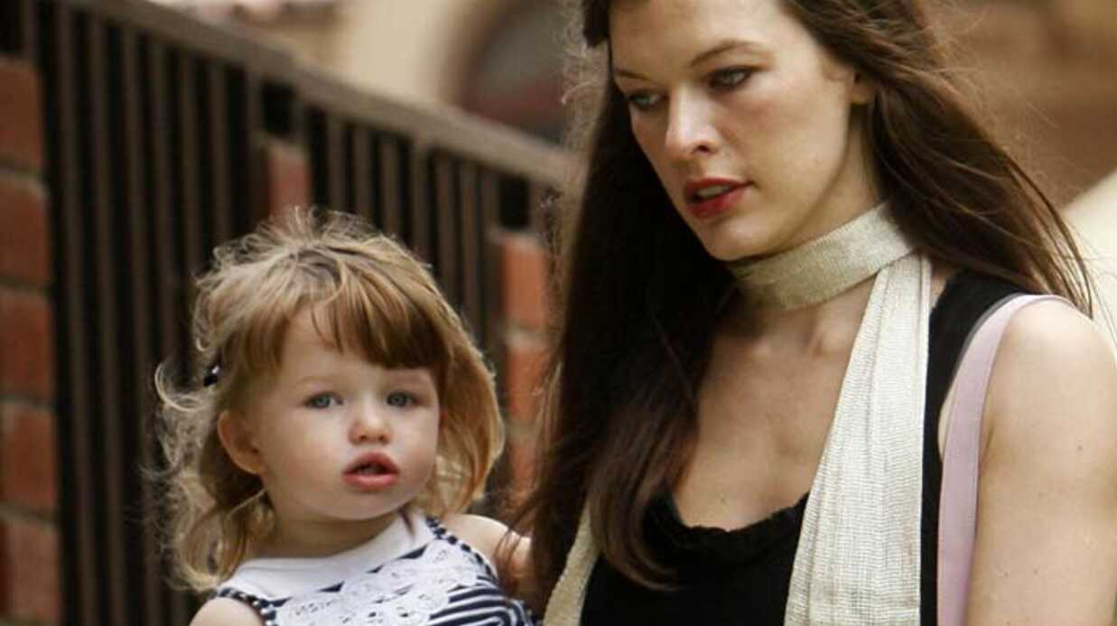 PHOTOS Milla Jovovich fête les pères avec sa fille et son mari