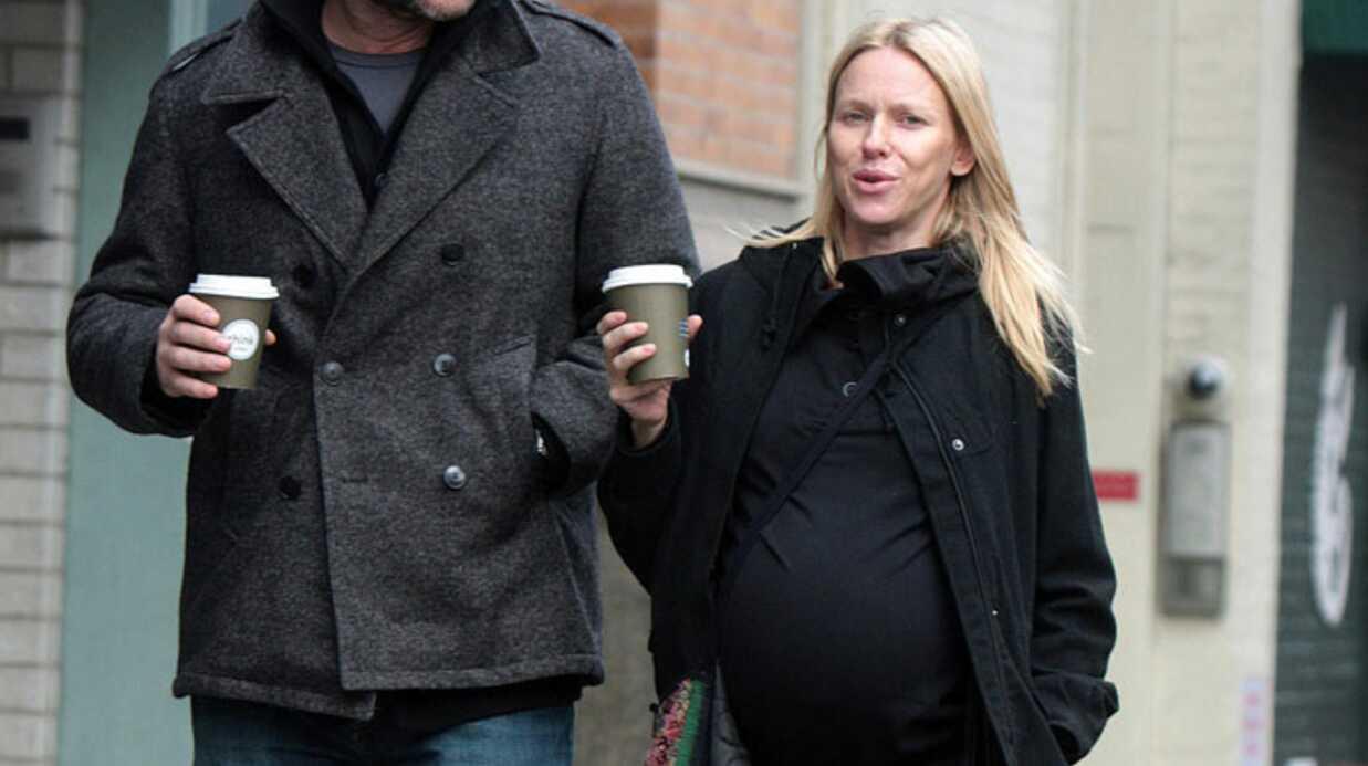 Naomi Watts très enceinte à New York
