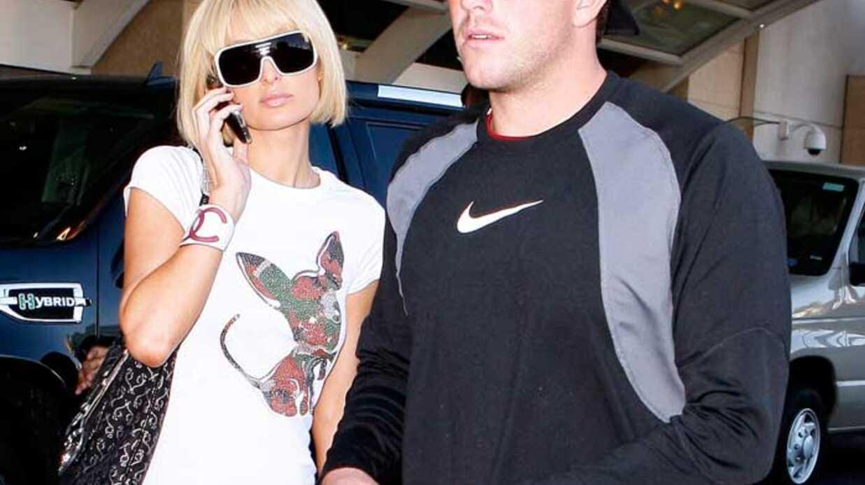 PHOTOS Paris Hilton ne lâche plus son Doug d'amour
